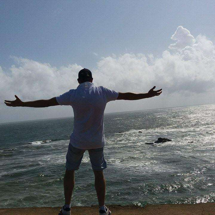 Robert Niedostatkiewicz Zdjęcie z serii świat jest mój, odpoczynek po wachcie w Galle, Sri Lanka, mimo że po wachcie to nadal do morza ciągnie Emotikon wink