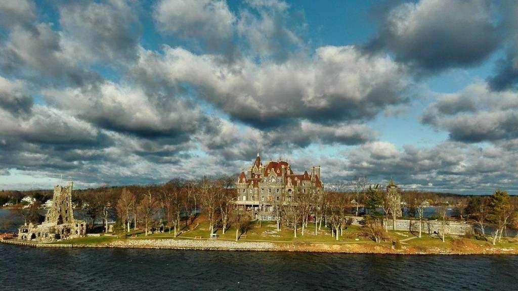 Zdjęcie z wielkich jezior  Prawdopodobnie zamek należy do Madonny. Krzysztof Karaszewski