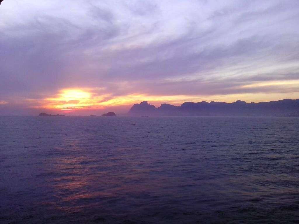 Zachód słońca na kotwicy, przed wejściem do Rio de Janeiro Marcin Pieńkos